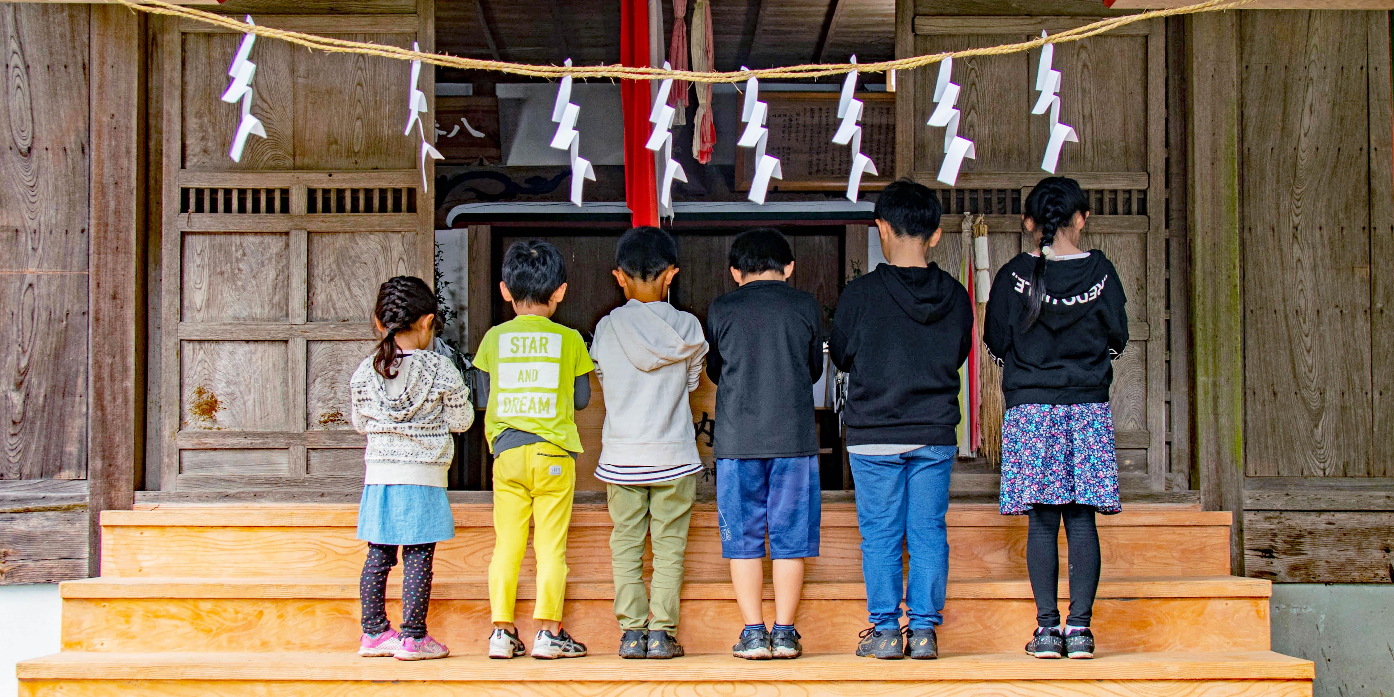 東秩父村 児童の参拝風景